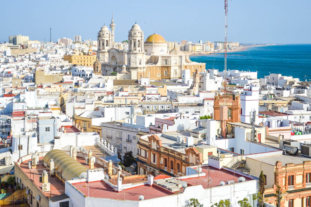 A view from the Torre Tavira overlooking the city of Cádiz, with the Cádiz cathedral and ocean in the distance.